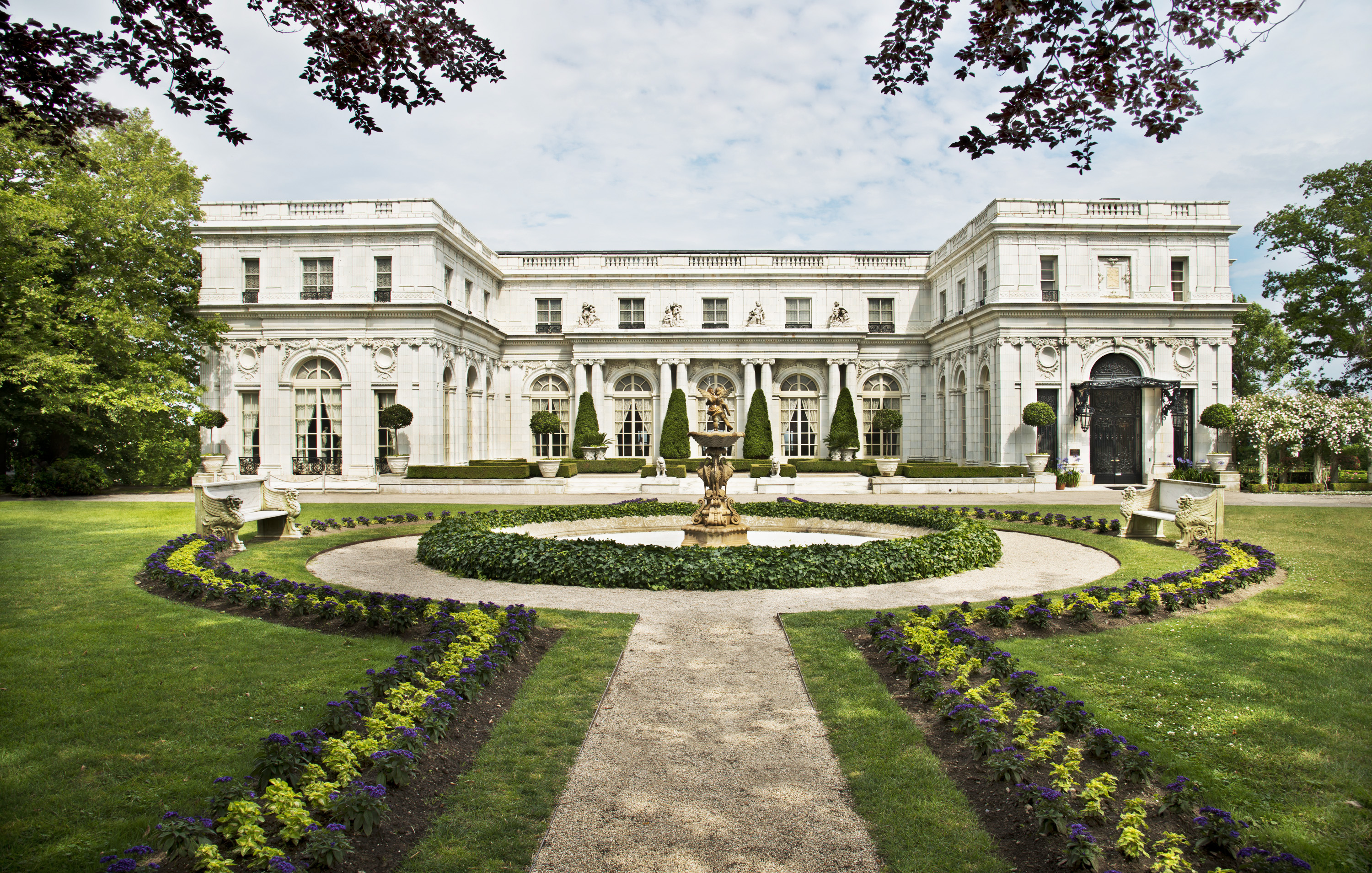 Curious Objects The House That Vanderbilt Gilded Age Mansions Of Newport Ri Magazine Antiques